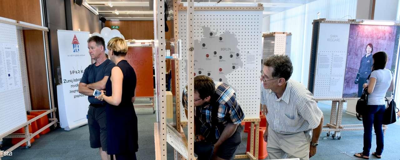 """Hiša eksperimentov odprla razstavo na temo odgovorne """"naredi sam"""" znanosti"""